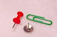 pin,thumbtack,paper_clip