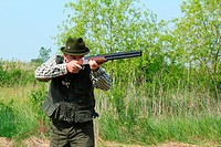 hunter aiming with shotgun