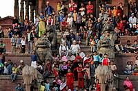 People watching procession, steps of the Nyatapola Pagoda, Taumadhi square, Bhaktapur, Kathmandu Valley, Nepal, Asia