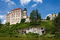 Pieskowa skala castle, Ojcowski National Park, Poland, Europe