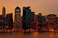 Image of Manhattans skyline at dusk