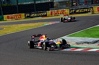 Race, Sebastian Vettel GER, Red Bull Racing, RB7 leads Lewis Hamilton GBR, McLaren Mercedes, MP4_26, F1, Japanese Grand Prix, Suzuka, Japan