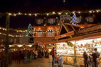 Christmas market in front of the town hall, Goslar, Lower Saxony, Germany, Europe