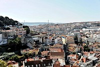 Viewpoint Portas do Sol, overlooking the historic centre of Lisbon and the Rio Tejo, Tagus River, Lisbon, Lisboa, Portugal, Europe