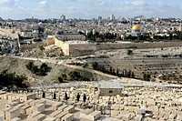 View from the Mount of Olives over the Jewish cemetary towards Al-Aqsa Mosque and the Dome of the Rock, Temple Mount, Old City of Jerusalem, Israel, M...