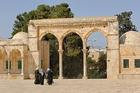 Israeli Palestinian women on the Temple Mount approaching the arcades with Byzantine columns, Al-Mawazin, Muslim Quarter, Old City, Jerusalem, Israel,...