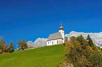 Chapel in Dienten, Hochkoenig mountain at the back, Pinzgau region, Salzburger Land, Austria, Europe