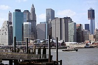 The view of the skyline of Manhattan Financial District from Fulton Ferry Landing in Brooklyn Bridge Park  Brooklyn  New York City  New York  USA.