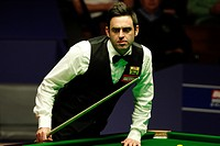 06 05 2012 Cruicible Theatre, Sheffield, Yorkshire, England Second session _ Ronnie OSullivan in action against Ali Carter in the World snooker Champi...