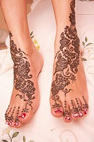 Traditional henna patterns on Indian bride's feet