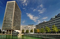 Lake, Muenchner Tor office building, Munich Re Tower, formerly Muenchener Rueck Group, Munich, Bavaria, Germany, Europe