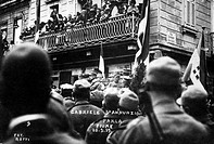 The Italian poet and writer Gabriele D´Annunzio giving a speech near Via Garibaldi in Fiume. Fiume, 20th September 1919