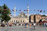 Yeni Cami or New Mosque, and the building of the Egyptian Bazaar, Spice Bazaar, Misir Carsisi, Eminonu district, Istanbul, Turkey