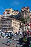 Marina Grande, harbour hotel Excelsior Vittoria on the cliffs, Sorrento, Peninsula of Sorrento, Gulf of Naples, Campania, Italy, Europe