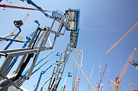 Construction site equipment, hydraulic lift, cranes
