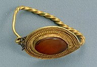 Gold and cornelian earring, Crimea. Jewellery. Gotho-Alanic Civilization, 3rd-4th Century.  Simferopol, Istoriceskij Muzej