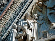 Florence _ Reachness of details on the facade Duomo