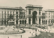 Cathedral Square in Milan, early 1900s, Italy 20th century.  Milano, Castello Sforzesco Civiche Raccolte D'Arte Applicata Ed Incisioni Archivio Fotogr...