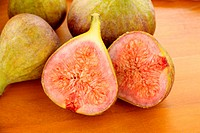 Fresh figs sliced in half straight from the orchard.