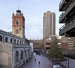 BARBICAN CENTRE ESTATE LONDON 1982 CHAMBERLIN POWELL AND BON VIEW FROM WALKWAY ST GILES CRIPPLEGATE AND GIRLS SCHOOL
