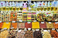 Display of a business in the Spice Bazaar, spices, perfume, Istanbul, Turkey, Europe