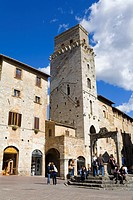 Piazza in San Gimignano, UNESCO World Heritage Site, Tuscany, Italy, Europe