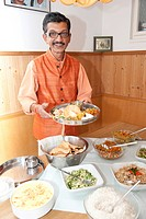 Ayurvedic chef Nicki Sabnis presenting Indian dishes, Frauenchiemsee or Fraueninsel in Lake Chiemsee, Chiemgau, Upper Bavaria, Bavaria, Germany, Europ...