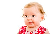 Junges Baby schaut verwirrt