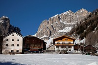 Houses in front of the Sella massif, Kolfuschg, Colfosco, Val Badia, Alta Badia, Dolomites, South Tyrol, Italy, Europe
