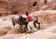 Die Strasse der Fasaden in der Historischen Felsstadt Petra im Sueden von Jordanien