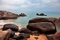 Picturesque rocks on the shore of the Gulf of Thailand. Lamai Beach, Samui Island