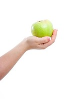 woman´s hand on a white background holding a green apple
