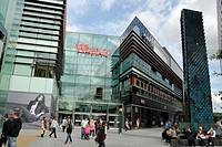 England, London, Stratford. People shopping at Westfield Stratford City shopping centre. The centre opened in 2011 and is the 3rd largest shopping cen...