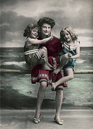 Historical picture of a mother with two girls at the seaside
