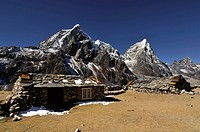 houses in Nepal mountains with mountain range in background