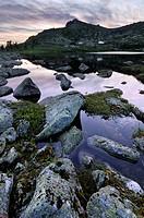 nizhneye buibinskoe lake at ergaki national park