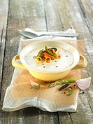 Cream of leek soup with green asparagus and mussels