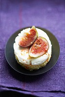 Shortbread ,mascarpone and fig dessert