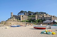 Boats, beach, Castle Villa Vella, old town, coastal village Tossa de Mar, Costa Brava, Catalonia, Spain, Europe, Boote, Strand, Burg Villa Vella, Alts...