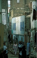 Eine Gasse in der Innenstadt von Kairo in der Hauptstadt von Aegypten in Nordafrika.