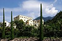 Schloss Trauttmansdorff mit dem Botanischen Garten von Meran in Suedtirol. Trauttmansdorff Castle with Botanical Garden of Merano in South Tyrol. Acht...