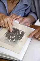 Germany, Bavaria, Senior couple with photo album (thumbnail)