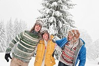Austria, Salzburg, Men and woman in winter, smiling (thumbnail)