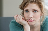 Woman looking sad (thumbnail)