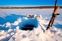 Ice_fishing hole