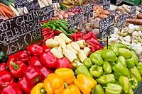 Marktstand mit Gemüse Naschmarkt in Wien