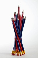A bundle of sharpened pencils standing upright (thumbnail)
