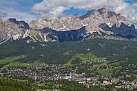 Cortina d Ampezzo _ beliebtes Urlaubsziel im Sommer, wie auch im Winter