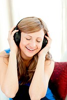 Beautiful woman is listening the music in the living_room