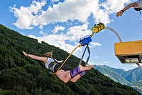 svizzera, canton ticino, diga della verzasca, bungee jumping